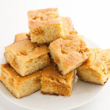 Pão de Milho com Manteiga de Amendoim