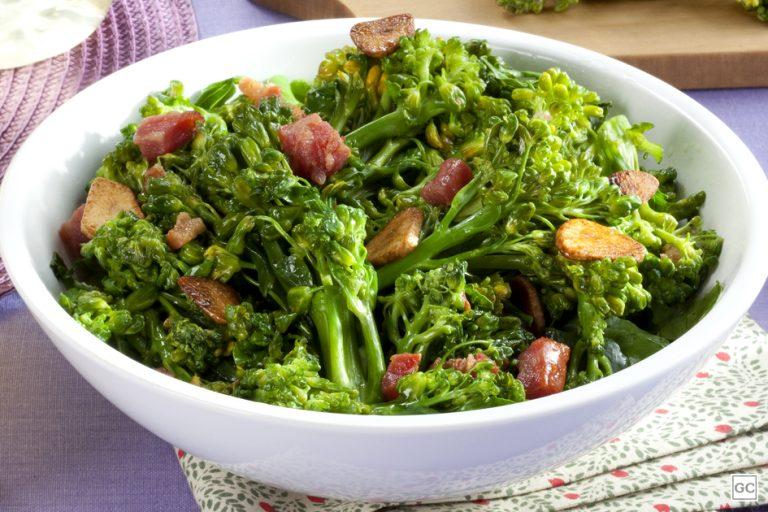 Brócolos com Gordura de Pato, Alho e Bacon