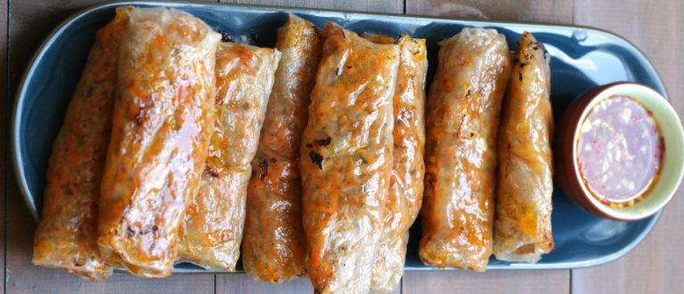 Dumpling Rolls assados com molho de Gengibre e Chilli