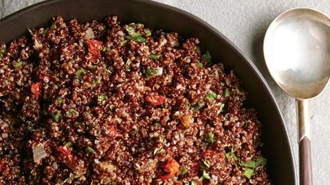 Pilaf de quinoa vermelha tostada da Toscana