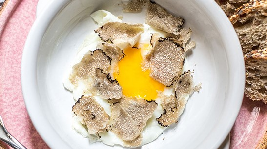 Ovos fritos com trufa fresca