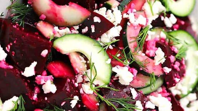 Salada de Beterraba Com Queijo Feta, Pepino e Endro
